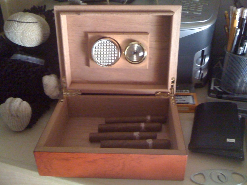 Humidor for cigars + Montecristo