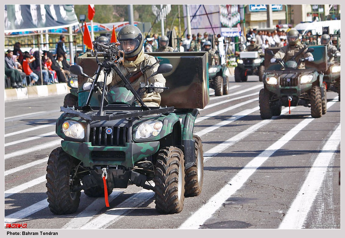 Iranian Military Parade 2010 - Dune buggies (2 / front view)